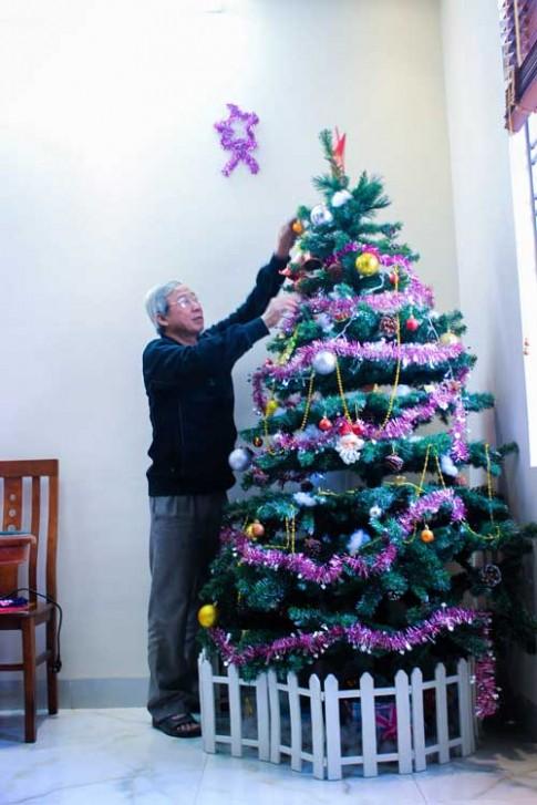 Gia đình Việt đầm ấp đón Giáng sinh tại ngoại ô Hà Nội