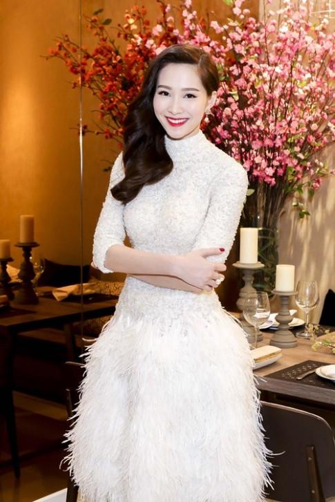 HH Thu Thảo, Kỳ Duyên xinh đẹp đón xuân 2016