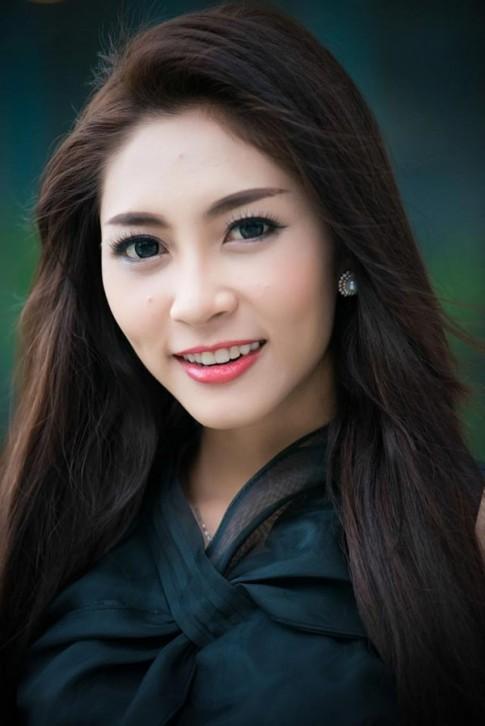 Hoa hậu Đặng Thu Thảo quyến rũ với tóc xoăn xù