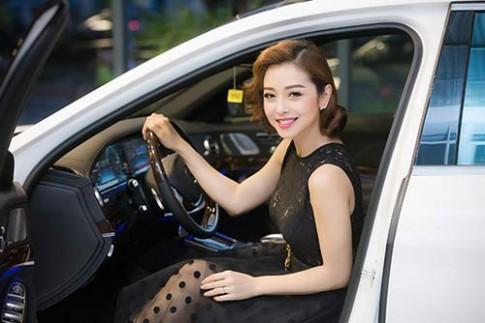 Hoa hậu Jennifer Phạm trẻ trung như gái đôi mươi