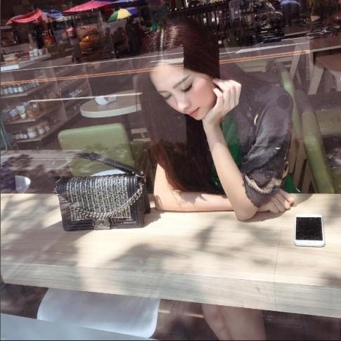 Hoa hậu Thu Thảo âm thầm khoe khéo túi xách trăm triệu