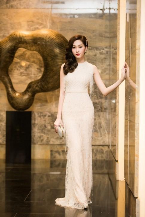 Hoa hậu Thu Thảo cuốn hút lấn át dàn mỹ nhân tại sự kiện