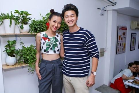 Hoang Oanh khoe eo thon canh ban trai Huynh Anh