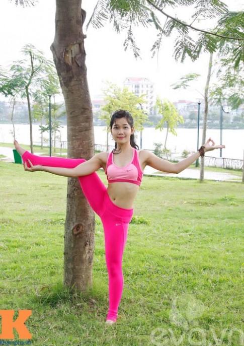 Hot girl xinh đẹp khỏi hẳn bệnh sỏi thận nhờ yoga