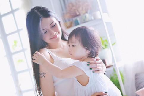 Hotgirl 9x làm single mom: 'Là phụ nữ hãy nghĩ thoáng lên'