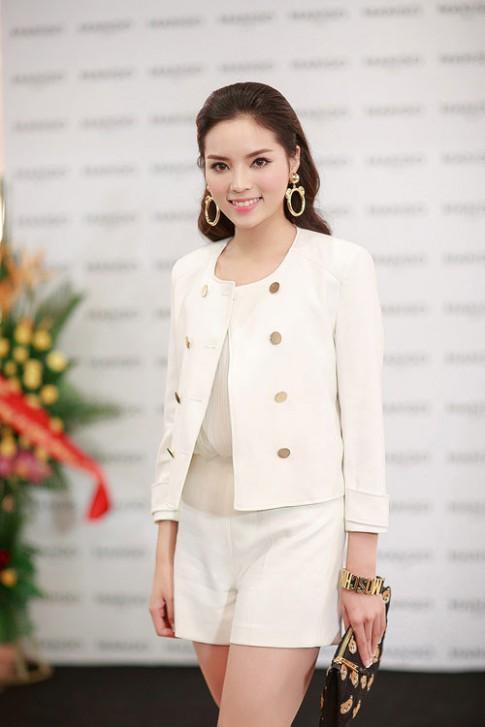 Kỳ Duyên 'ẵm' danh hiệu sao Việt trang điểm xấu tháng 6
