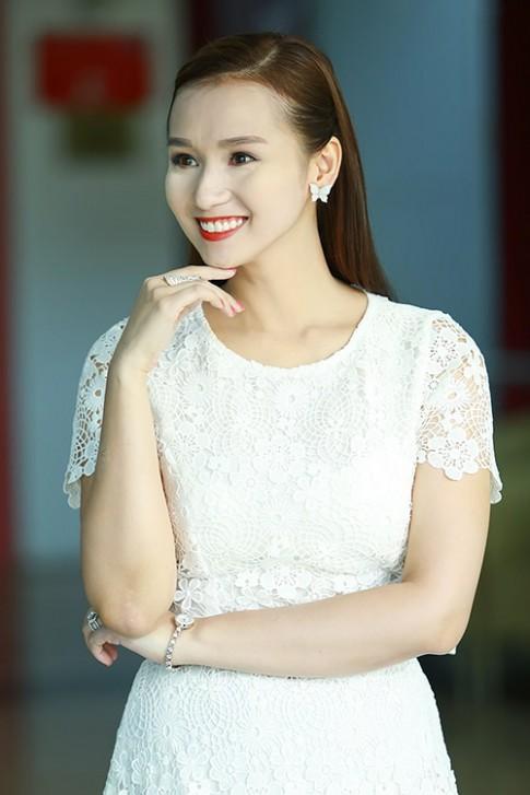 Lã Thanh Huyền bự phấn, Ái Phương mặt loang lổ