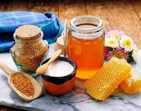 Làm trắng da cấp tốc ngay tại nhà với sữa ong chúa