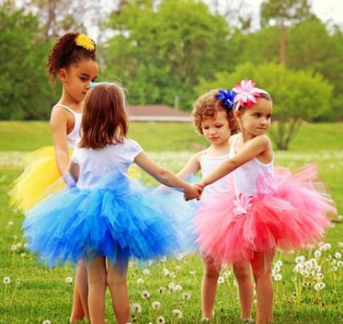 Làm váy công chúa cho con gái chỉ bằng... màn tuyn
