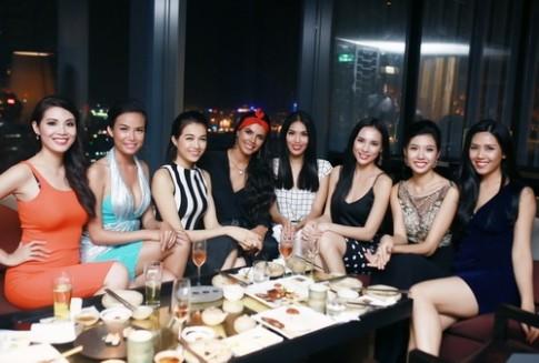 """Lan Khuê không """"lép vế"""" bên Hoa hậu Thế giới 2011"""