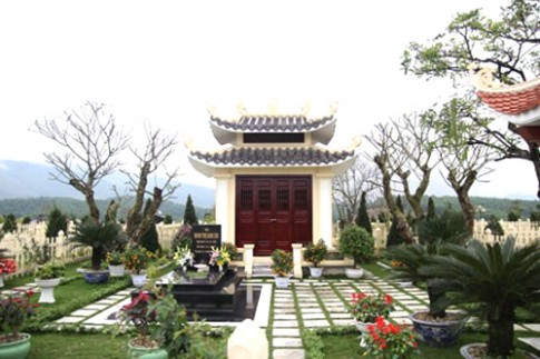 Lăng mộ tiền tỷ của giới nhà giàu Hòa Bình