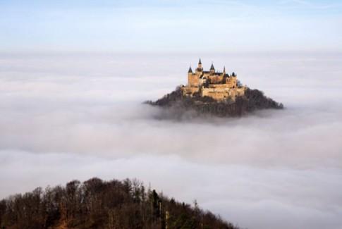Lâu đài tráng lệ giữa biển mây