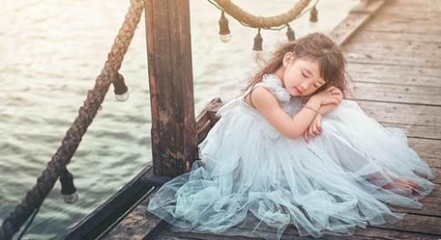 """""""Liêu xiêu"""" với bé Việt lai Trung đẹp như thiên sứ"""