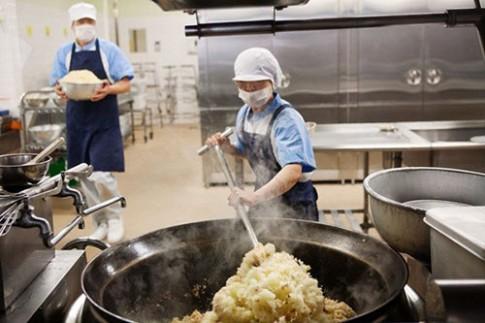 Loạt ảnh thực tế về bữa trưa tại trường tiểu học ở Nhật