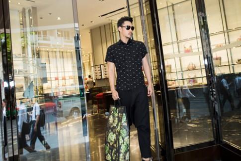 Lý Quí Khánh vung tiền sắm hàng hiệu đi sự kiện