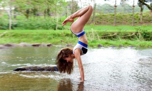 'Mát mắt' với thân hình nóng bỏng của mỹ nhân yoga gốc Á