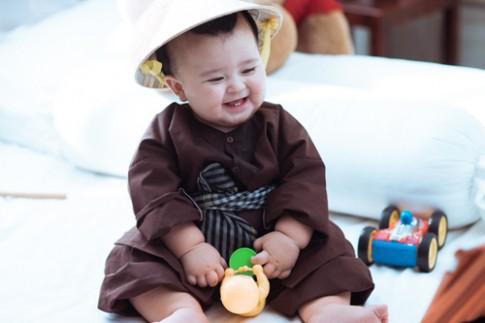 Mẹ con 'thiên thần lai' gốc Việt xúng xính áo dài cực yêu