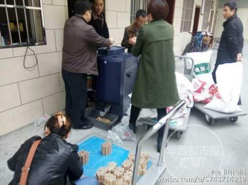 Mẹ đơn thân tích cóp 250kg tiền xu mua nhà cho con gái