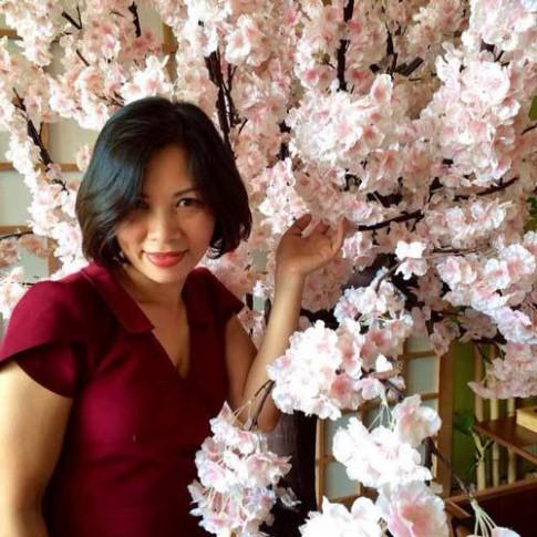 Mê mẩn ban công rực rỡ hoa ở Phùng Khoang