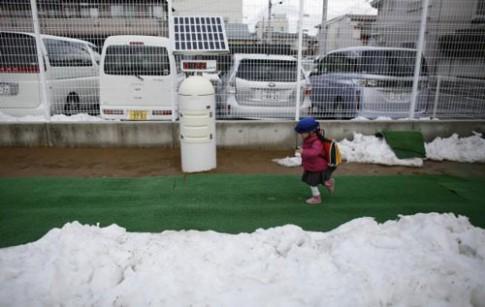 Mẹ Nhật: Cứ để con đi bộ đến trường