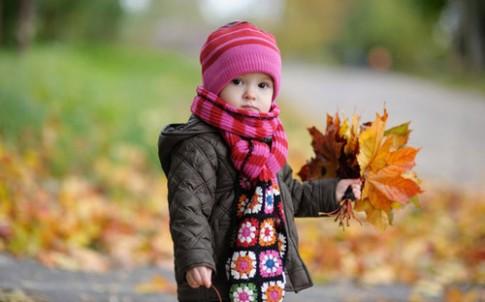 Mẹo cho bé chơi ngoài trời lạnh mà không bị ốm
