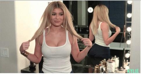 """Mẹo nâng ngực không cần dao kéo của em gái Kim """"siêu vòng 3"""""""