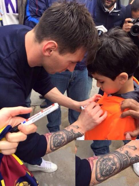 Messi khoe hình xăm mới trước trận siêu kinh điển
