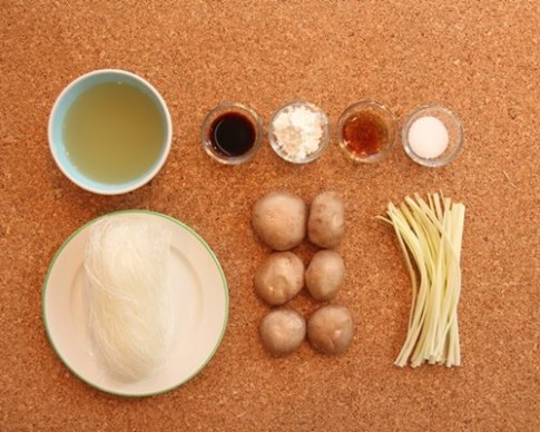 Miến nấu nấm đơn giản cho bữa sáng
