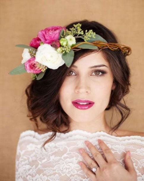 Mùa cưới 2015: Mốt dùng hoa tươi cài tóc lên ngôi