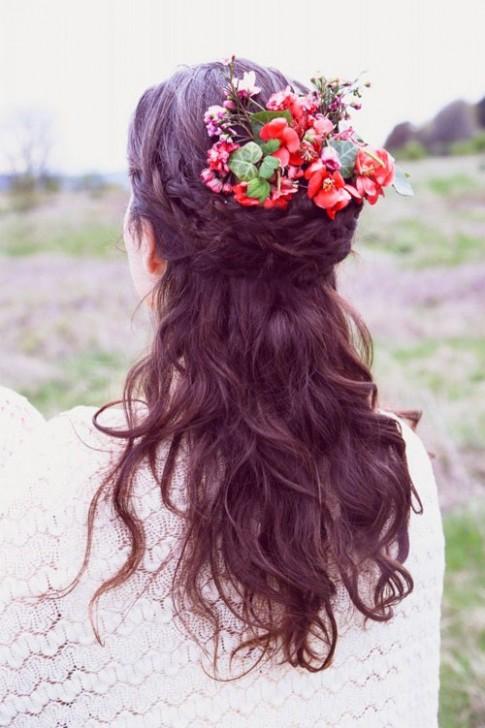 Muôn kiểu tóc cô dâu cài hoa trong mùa cưới lãng mạn