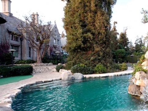 Ngắm bể bơi hoành tráng của giới nhà giàu