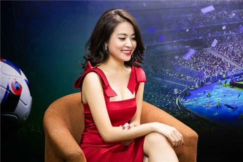Ngam tron gu thoi trang cua Hoang Thuy Linh trong 24 gio