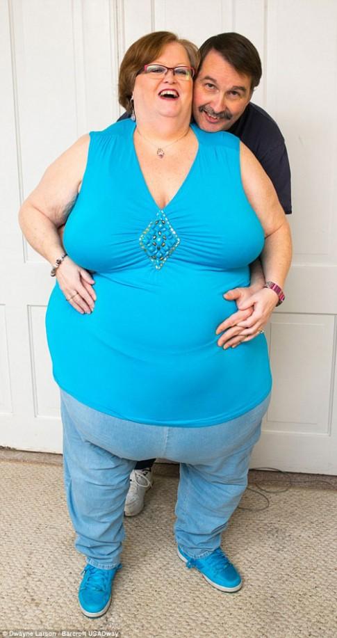 Người phụ nữ có vòng bụng 244cm 'hút' đàn ông toàn cầu
