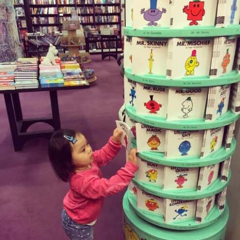 Ngưỡng mộ cách mẹ Việt ở Anh dạy con 2 tuổi đọc sách
