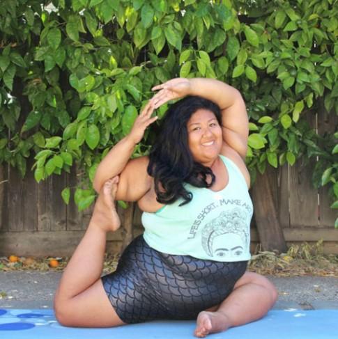 Ngưỡng mộ cô gái thừa cân vẫn tập yoga điêu luyện