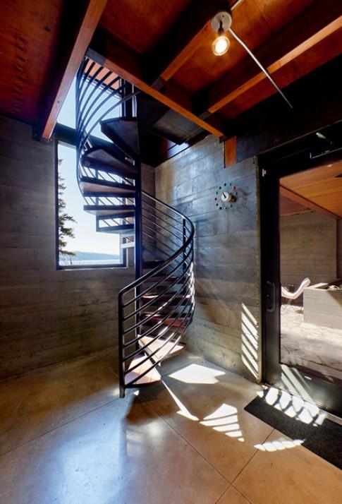 Nhà đẹp nhờ đường cong mềm mại của cầu thang xoắn