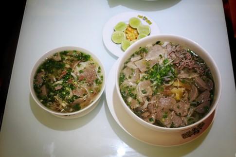"""Nhà hàng Việt hút khách bằng đồ ăn """"khủng"""""""