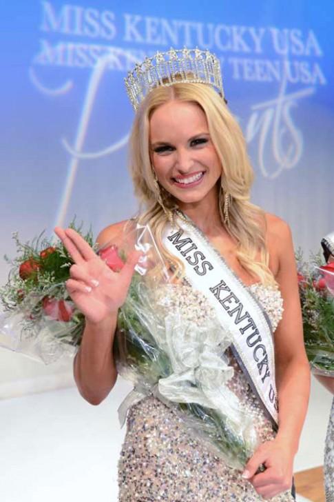 Nhan sắc thật của vận động viên bóng chuyền đăng quang Hoa hậu