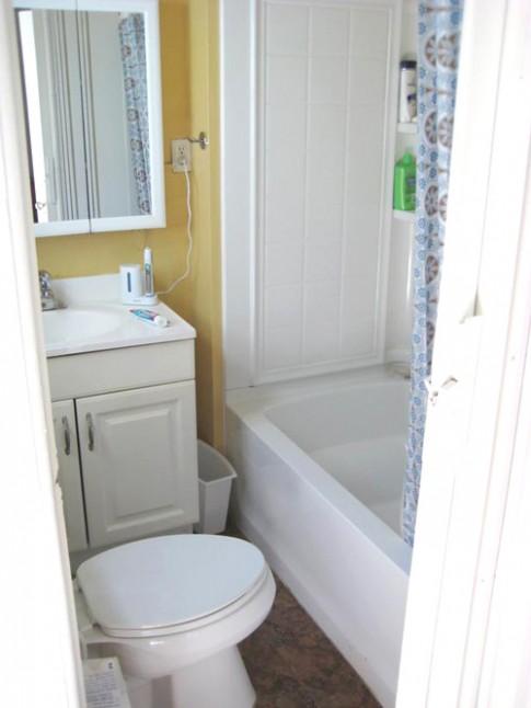 Nhét bồn tắm 'vừa khít' toilet chỉ 3m2