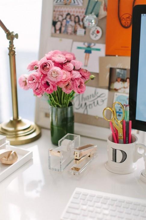 Những bình hoa nhỏ đem mùa xuân về