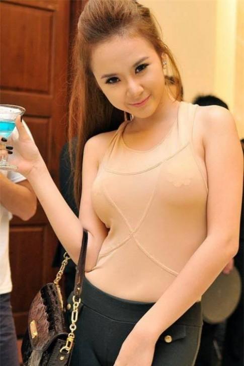 Những cột mốc thời trang khó quên của Angela Phương Trinh