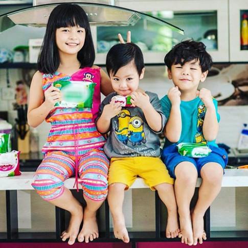 Những gia đình đông con siêu đáng yêu của sao Việt