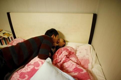 Những ông bố bỏ việc ở nhà chăm con gây sốt tại Hàn Quốc