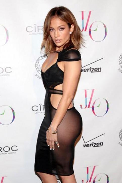 """NTK gốc Việt thiết kế váy """"gây sốc"""" của Jennifer Lopez"""
