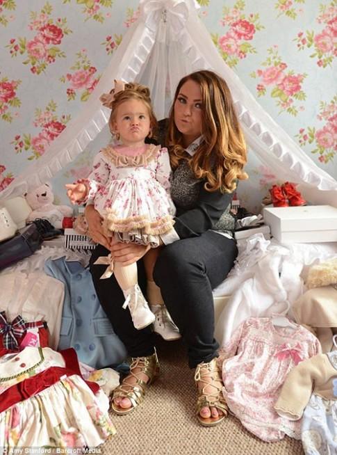 Nữ đại gia đơn thân chi hàng trăm triệu cho con gái