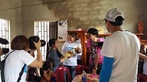 Nữ diễn viên Hàn gặp lại con nuôi ở Việt Nam sau 10 năm