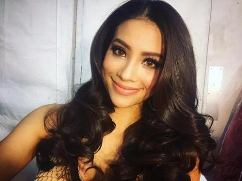 Phạm Hương đeo lens, mắt đỏ sọng trước chung kết Miss Universe