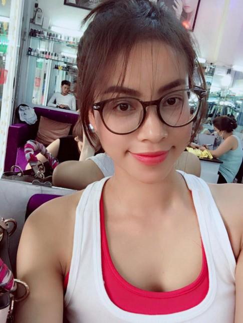 Phạm Hương lần đầu cắt tóc mái thưa