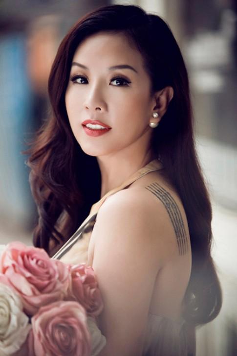'Phát sốt' với cách chăm sóc da tuổi 40 của hoa hậu Thu Hoài.