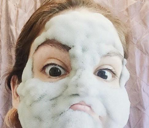 Phì cười vì mốt làm đẹp da với mặt nạ sủi bọt ngộ nghĩnh